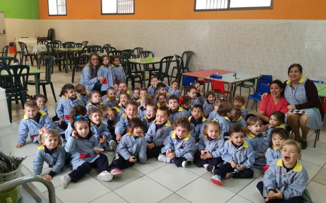 Los más pequeños visitan el comedor del colegio