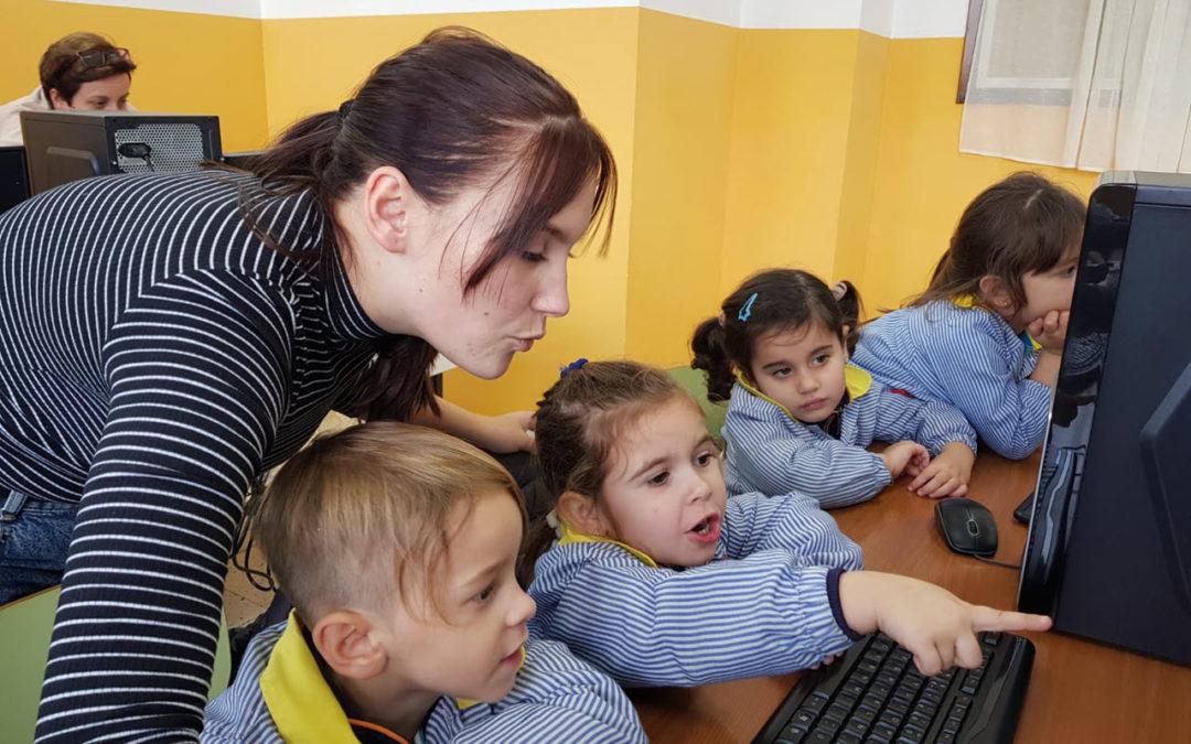 Visita de Educación Infantil a la sala de informática