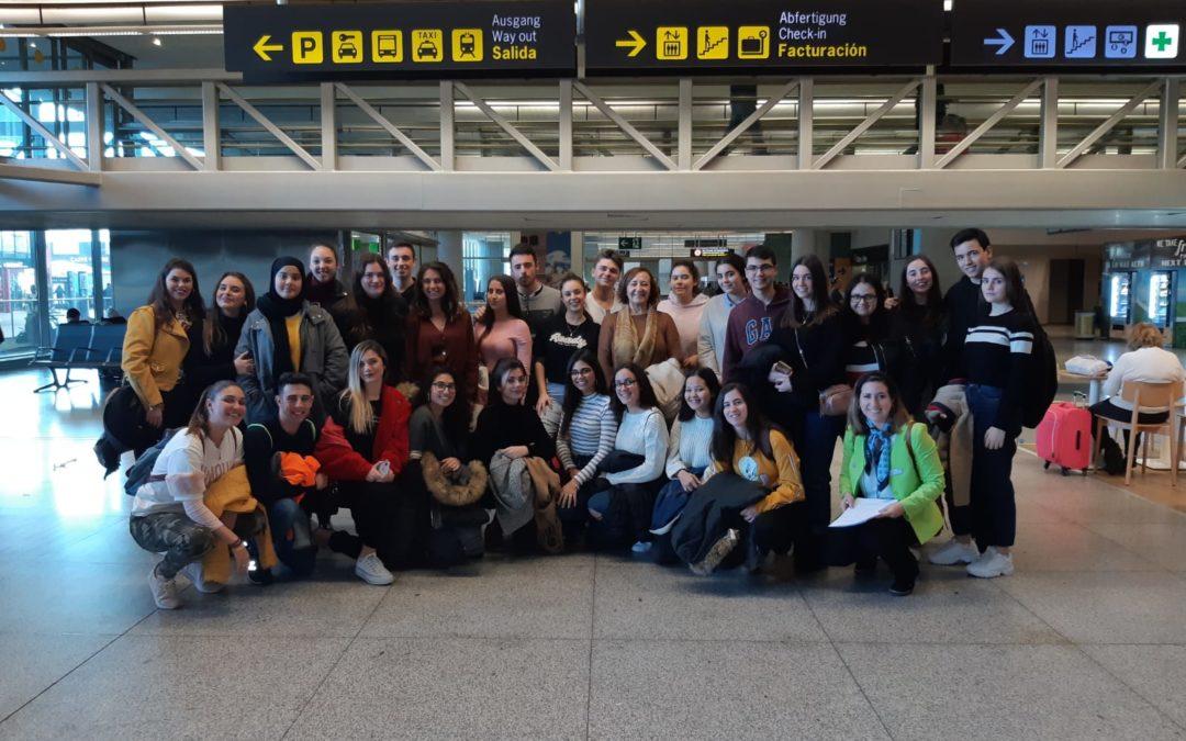 Bachillerato asiste a una visita guiada en inglés en el aeropuerto de Málaga