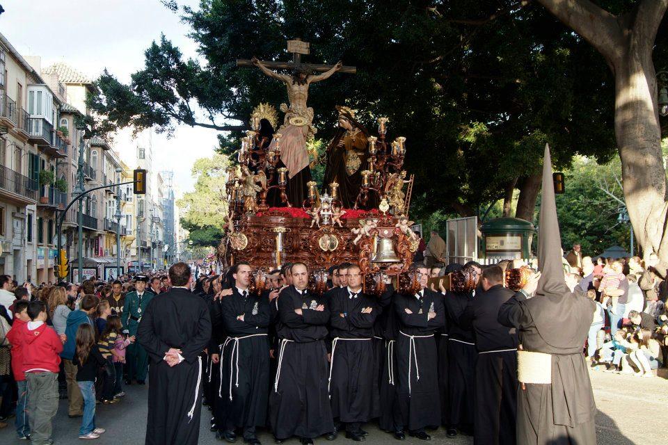 Hermandad Salesiana reparto de túnicas y tallaje