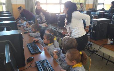 Educación Infantil, 4 años, visita el Aula de Informática