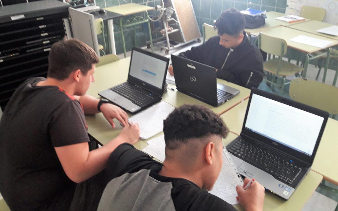 Entrega de ordenadores portátiles en Formación Profesional Básica