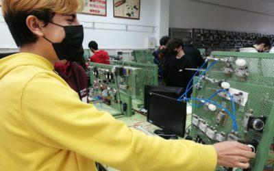 Bachillerato: la tecnología en los laboratorios y talleres